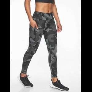 Athleta Camo Contender 7/8 Tights